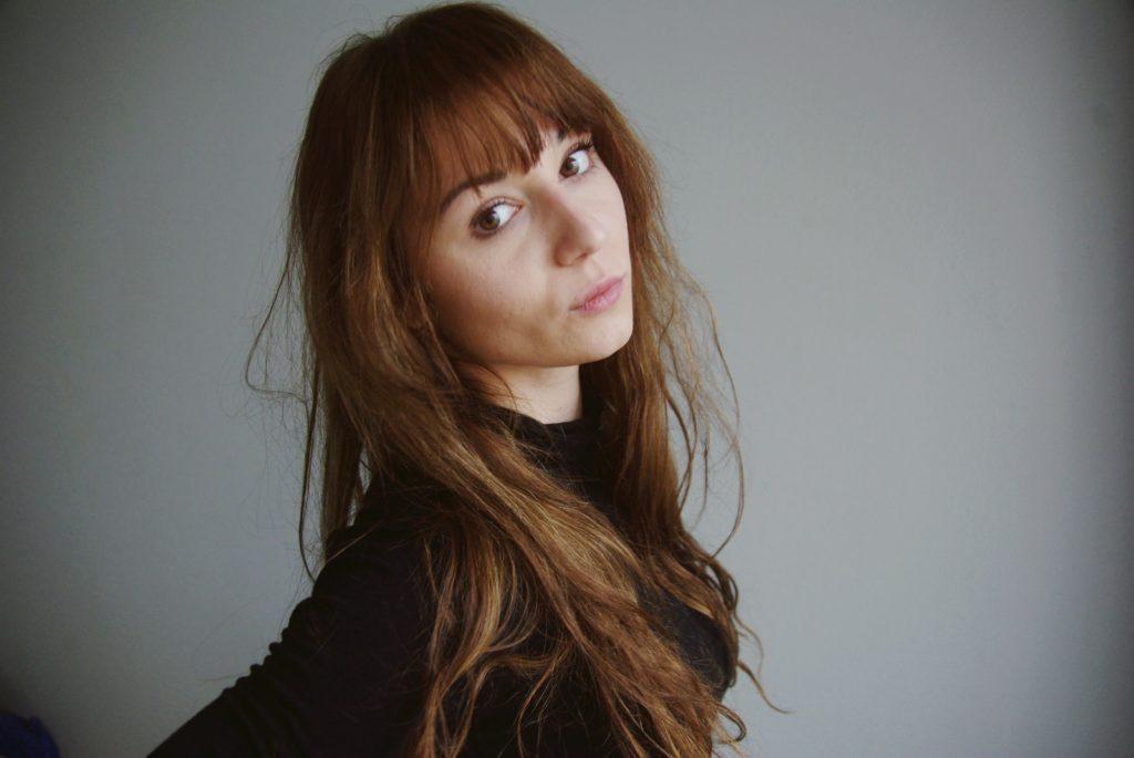 women wearing a black shirt close-up photography